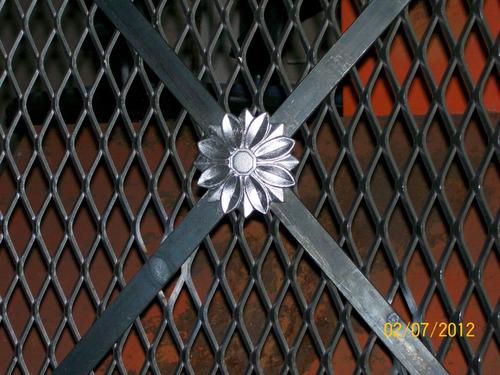Rejas hierro malla herrero herrer a puertas for Rejas de hierro precios
