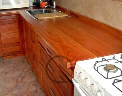 Mesada de cocina o barra de madera de quebracho mesadas for Mesada de madera para cocina