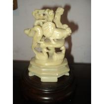 Figura De Piedra Dura Europea De 13 Ctms. De Alto