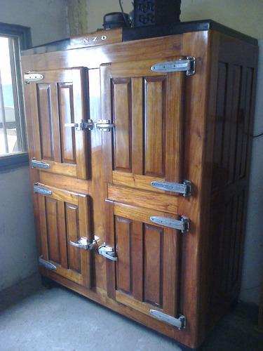 Heladera antigua exterior de madera 4 puertas comercial for Precio puerta madera exterior