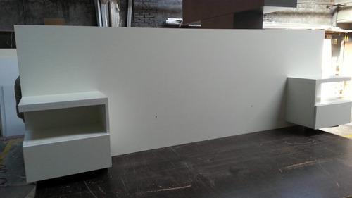 Respaldo para sommier color blanco con mesas de luz for Mesa de luz flotante