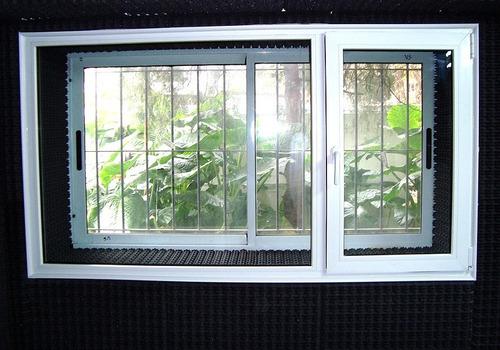 ventana antiruido pvc doble vidrio tratamiento taparrollo
