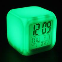 Reloj Despertador Cuadrado Luces Led Cambia De Color Pilas