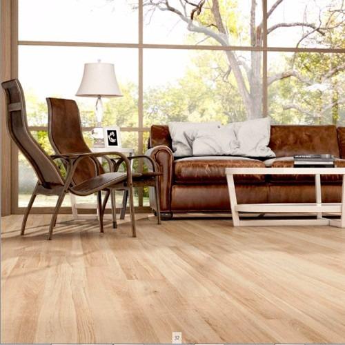 Porcelanato simil madera fagus beige 20x120 cm mathome for Compro piso en sanxenxo