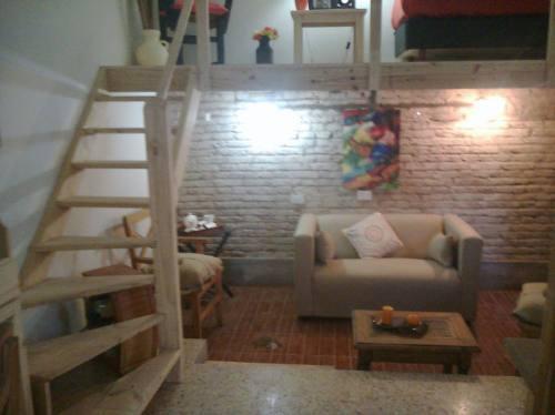 Entrepiso techos escaleras altillos desde 350 for Como hacer una escalera de madera con descanso