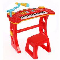 Banco Con Piano Y Microfono Dia Del Niño