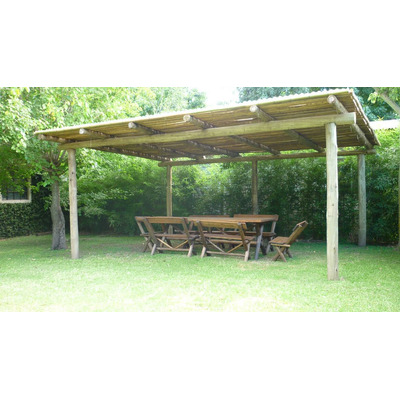 Pergola de postes madera impreg ca as y chapa instalada - Postes de madera para pergolas ...