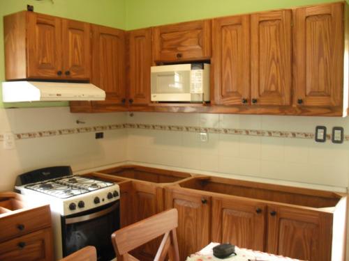 Muebles de cocina alacenas de pino a medida madera a for Amoblamientos de cocina a medida precios