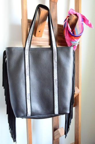 ba696658f Cartera Negra Cuero Flecos Tote Bag Bolso Xl Chela