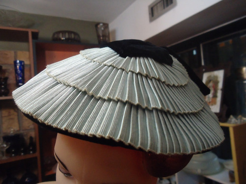 a9736d97b3801 Bello Sombrero Antiguo Diseño Oriental Años 40 De Dama