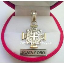 Dije San Benito En Cruz Plata Y Oro
