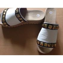 Sandalias De Reptil Blancas Con Tachas Y Plataforma De Yute