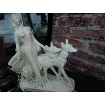 Figura De Cerámica De Dama Con Lobos