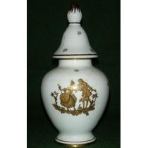 Antiguo Potiche De Porcelana Blanca Con Pareja Dorada !