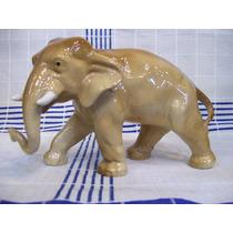 Figura De Porcelana De Un Elefante Coloro Marrón Claro