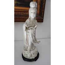 Preciosa Figura Blanc De Chine De Porcelana