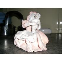 Pequeña Figura En Porcelana Fria