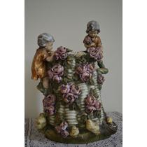 Canasto Con Figuras De Porcelana