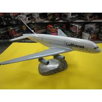 Lufthansa Avion En Resina Maqueta Estatica