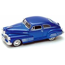 Chevrolet Aerosedan Fleetline 1948 Escala 1:24 Motor Max