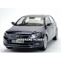 Volkswagen Passat 2010 - Azul Schuco Dealer Edition 1/43
