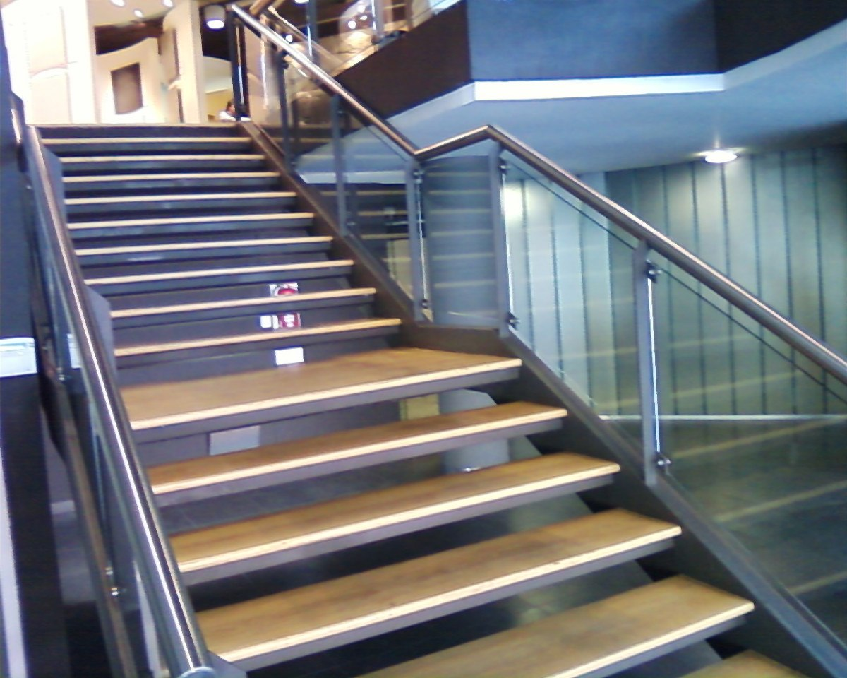 Escalera de madera caracol escaleras de madera rectas - Escaleras de acero ...