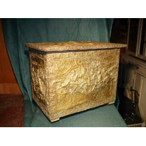 Antiguo Baul Aleman De Madera Y Bronce Repujado