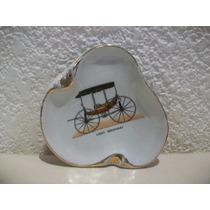 Cenicero De Porcelana Con Carruaje Antiguo - 11 X 11 Cm.