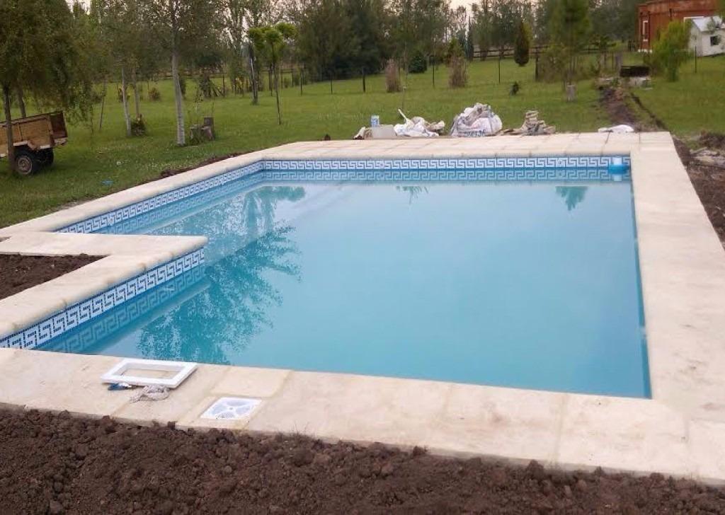 Construcci n y refacci n de piscinas de hormig n luj n for Construccion piscinas hormigon