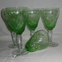 Cuatro Copas De Cristal Tallado, En Color Verde.