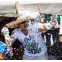 Combo Nieve Espuma Artificial Cotillón X12 Unidades Carnaval