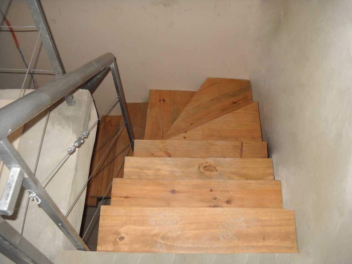 Mi casa decoracion escaleras en l for Escalera metalica en l