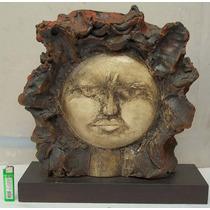 Escultura En Cemento Con Base De Madera Sol Firmada .
