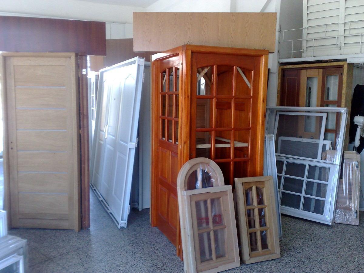 Casa cerca de la colina puertas y ventanas de madera en for Fabrica de puertas de aluminio