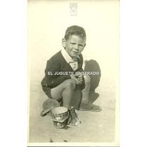 Foto Niño Con Balde Lata Pluto Disney Circa 1940 Antiguo
