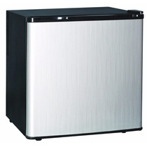 Heladera Coolbrand Minibar 50 Litros Bajo Mesada Frio Comoda