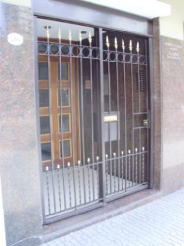 Herreria obra artistica rejas portones escaleras capital for Rejas y portones