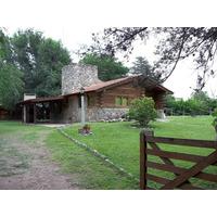 Cabaña De Tronco Y Piedra