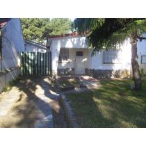 Casa 3 Ambientes Con Cochera, Jardín, Patio Con Parrilla
