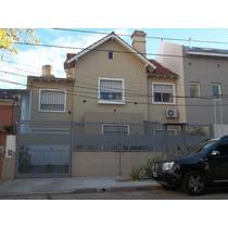 Impecable Chalet En Excelente Zona, 4 Ambientes, Deck, Pileta, Parrilla, Garage.
