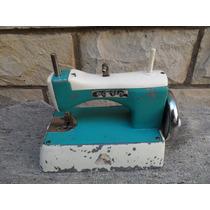 Antigua Maquina De Coser De Juguete Dorita