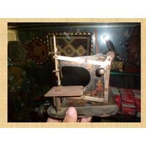 Raro Modelo De Maquina De Coser Alemana Antigua De Juguete.