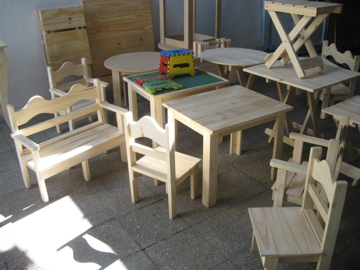 Mesa de madera con sillas para ni os imagui - Pintar sillas de madera ...