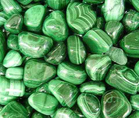 ¿Cómo elegir y usar cristales? Piedras-malaquita-rolada-x-100-grs-4071-MLA106762185_8491-O