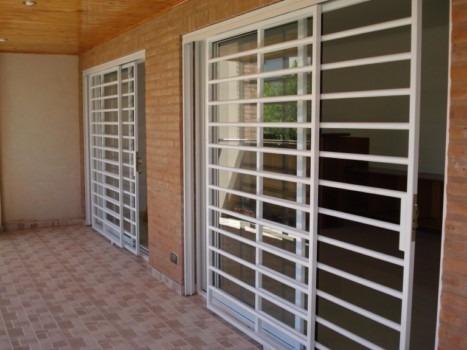 Para nuestra familia puertas rejas corredizas for Ventana balcon medidas