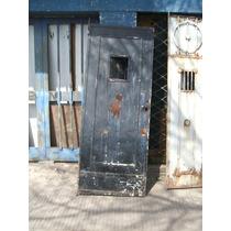 Puerta De Hierro Antigua Con Ventanita