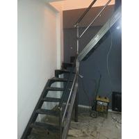 Escaleras,baranda,puerta De Hierro Con Madera