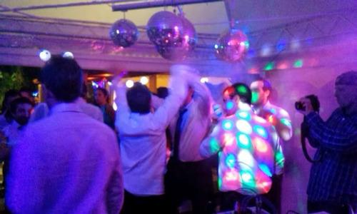 Servicio Disc Jockey Profesional Sonido Iluminacion Karaoke.