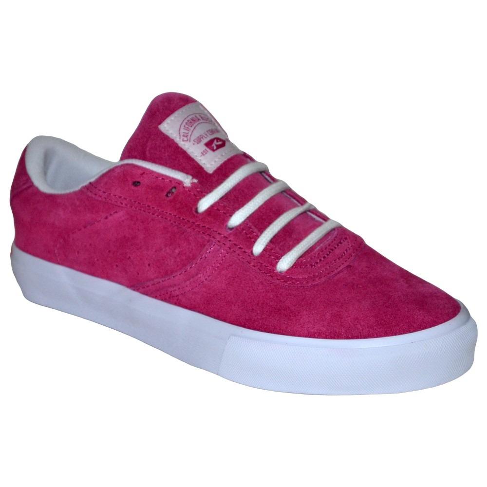 Zapatillas vibrantes hechas para una mujer en constante movimiento. Entre zapatillas deportivas y zapatillas urbanas, la colección de zapatillas de mujeres es ilimitada. Combinar sus originales colores es una tarea incluso divertida.