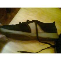 Zapatillas Gamuzas Talle 40 Color Negra Con Detalles